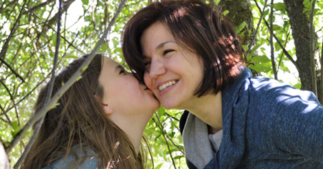 Natalie Fultz kissed by daughter