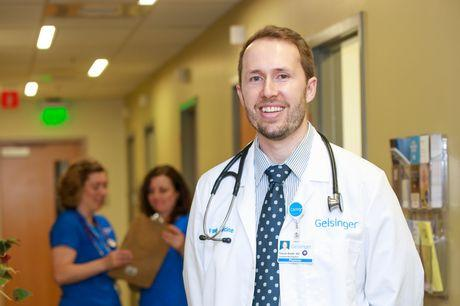 Family physician Trevor Smith, DO, in Geisinger's Gray's Woods clinic